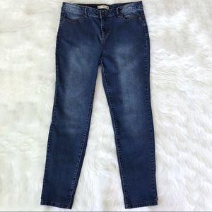 Denim - Women's cropped ankle jeans size 30.